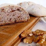 Pane integrale alle noci e miele con lievito madre
