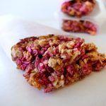 Crunchy berry granola bar