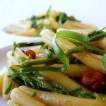 Casarecce con asparagi selvatici, cipollotto e nocciole