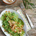 Insalata di cetriolo, frutta secca e spezie