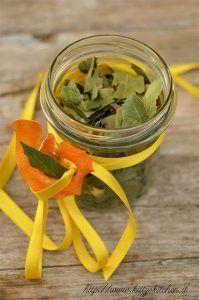 Tisana home made con alloro, limone e arancia