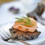 "Latkes di patate viola e salmone per ""In the food for wine"""