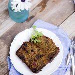 Cake con salame, pistacchio e prugne secche