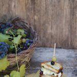 Sandwich uva fragola, tomino e rucola