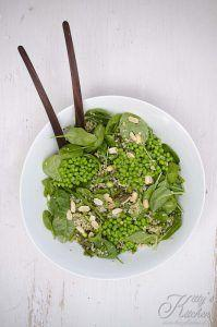 Insalata verde di bulgur e quinoa con arachidi