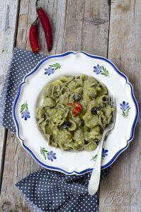 Orecchiette di grano arso con broccoletti, mandorle e uvetta