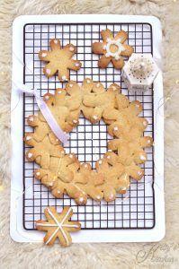Ghirlanda di biscotti alle nocciole