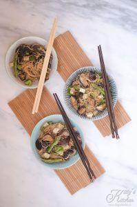 Bifun teriyaki con shiitake e asparagi