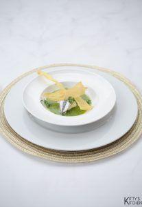 Zuppa di scarola con burrata e alici marinate