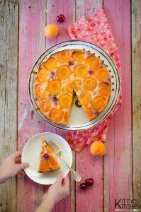 Torta rovesciata albicocche e ciliegie