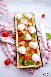 Crostata rustica con zucchine, pomodoro e mozzarella